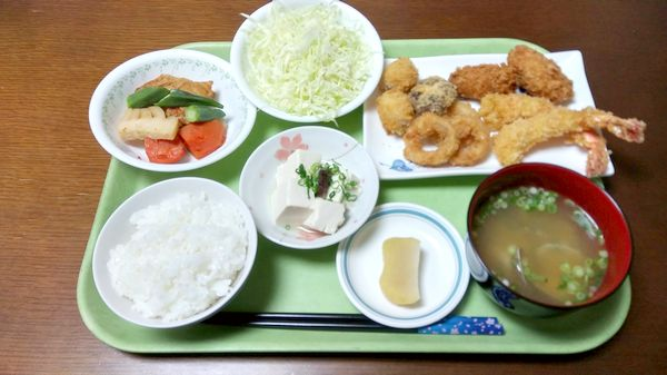 2019年2月20日の夕食アゼリア葛西-Ⅱミックスフライ