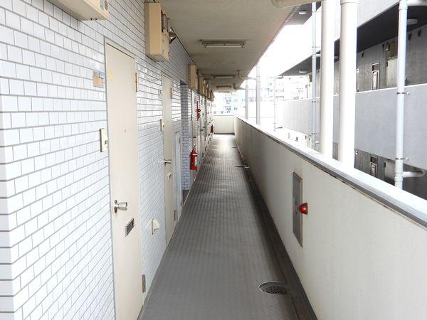 グレースエステート2F管理人室廊下